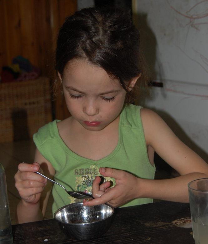 ילדה דבש
