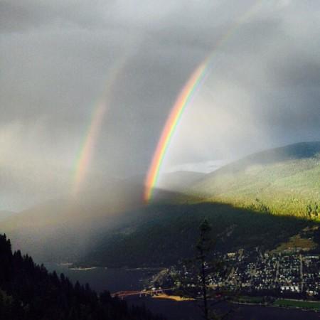 וכך מהמצלמה של אליז'ה שטיפס על איזה הר בזמן הנכון.