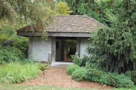 הכניסה לגן