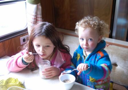 קשת וזאזא, חלב וגרנולה